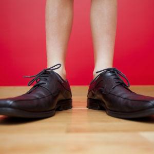 Llewellyn King: The Stripping of Man: Hats, Ties, Now Socks