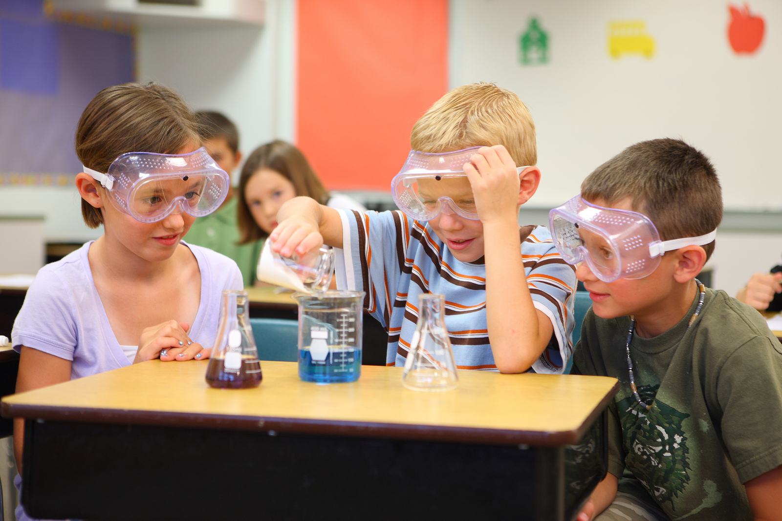 Elementary school students doing science experiment - InsideSources