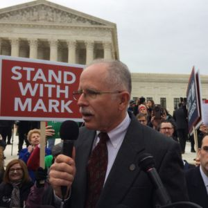 Supreme Court Frees Public Workers From Forced Union Dues
